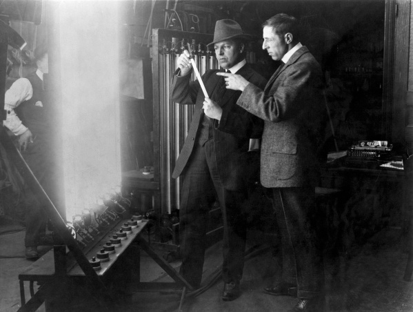 Billy-Bitzer-cinematographer-and-D-W-Griffith-director-experiment-with-lighting-techniques-1913