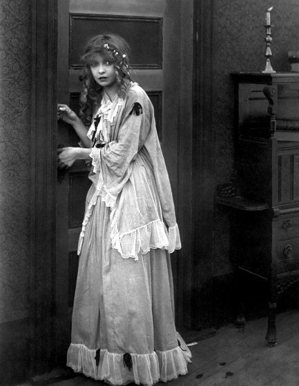 Billy-Bitzer-cinematographer-and-Lillian-Gish-in-The-Birth-of-a-Nation-1915
