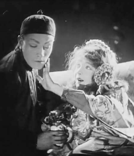Lillian-Gish-and-Richard-Barthelmess-in-Broken-Blossoms-1919-director-DW-Griffith-cinematographer-Billy-Bitzer-00