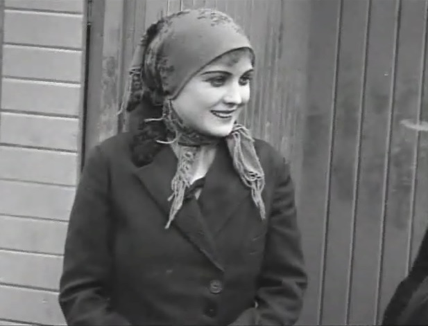 Edna-Purviance-in-The-Immigrant-1917-001