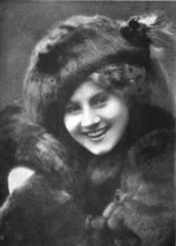 Florence-Lawrence-in-a-fur-hat