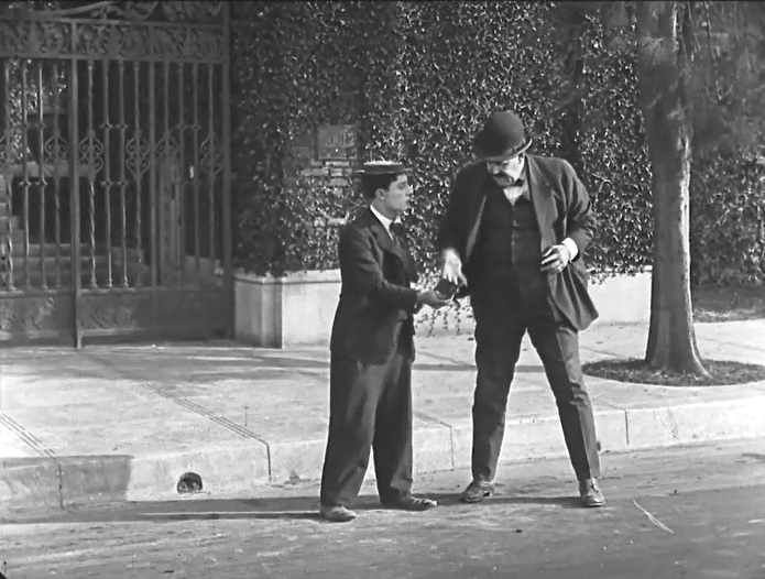 Buster-Keaton-and-Joe-Roberts-in-Cops-1922-001