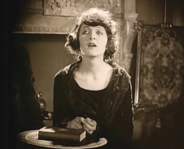 Martha-Mansfield-in-Dr-Jekyll-and-Mr-Hyde-director-John-S-Robertson-1920-42jr