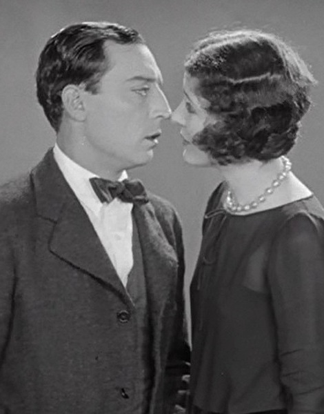 Marceline-Day-and-Buster-Keaton-almost-a-kiss-by-accident-in-The-Cameraman