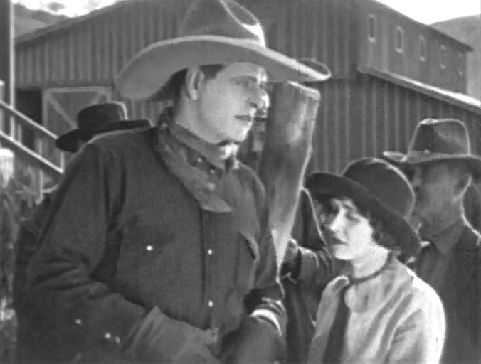 Marceline-Day-and-Jack-Hoxie-in-The-White-Outlaw-1925-001