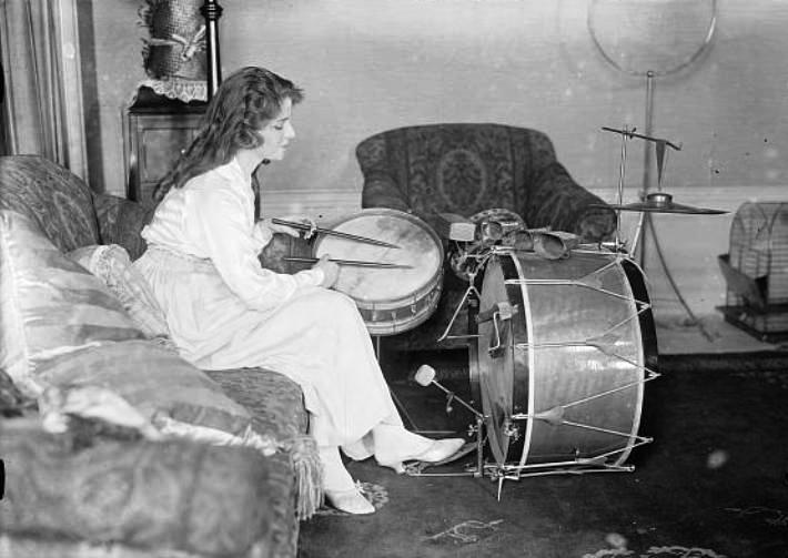 Olive-Thomas-playing-the-drums
