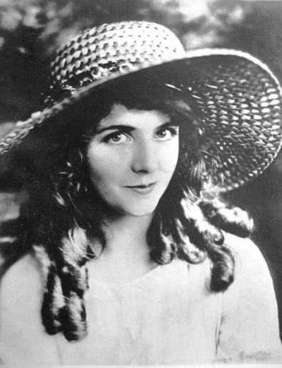 Olive-Thomas-with-a-nice-hat-2