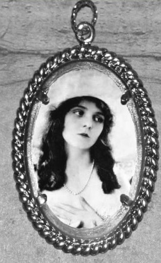 Silent-Film-Star-OLIVE-THOMAS-Altered-Art-Oval-Frame-Ornament-Pendant-4-Necklace