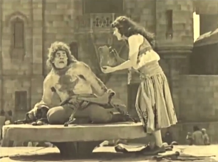 Lon-Chaney-and-Patsy-Ruth-Miller-in-The-Hunchback-of-Notre-Dame-1923-22