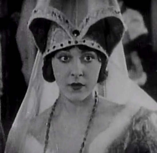 Patsy-Ruth-Miller-in-The-Hunchback-of-Notre-Dame-1923-26