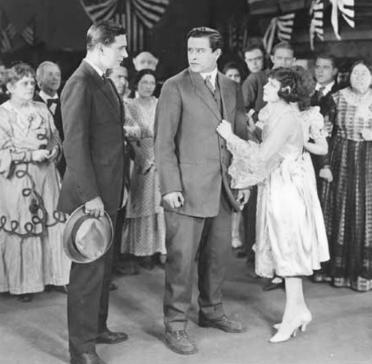 Shirley-Mason-and-EDMUND-BURNS-in-Lights-of-the-Desert-1922