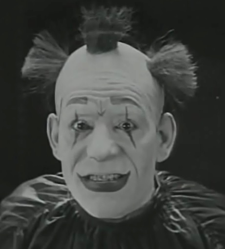 Lon-Chaney-in-He-Who-Gets-Slapped-1924-001