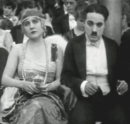 Edna-Purviance-and-Charlie-Chaplin-in-A-Night-in-the-Show-1915-002