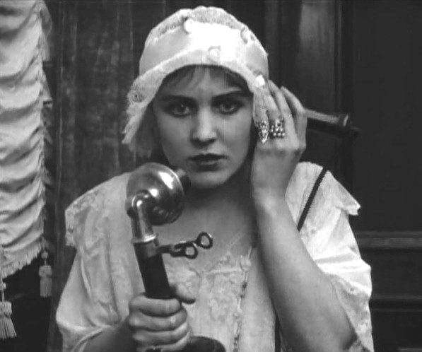 Edna Purviance in Police 1916 000