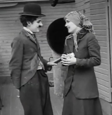 Charlie-Chaplin-and-Edna-Purviance-in-The-Immigrant-1917-00