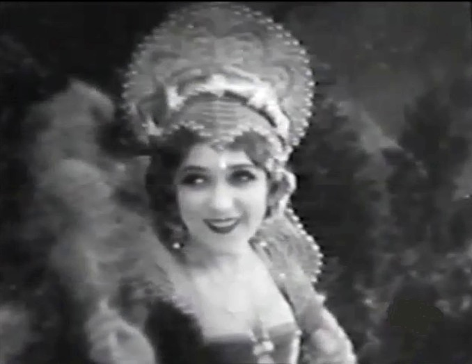 Mary Pickford in Dorothy Vernon of Haddon Hall 1924 02