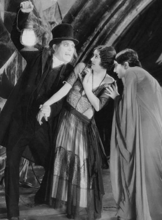 Lon-Chaney-and-Marceline-Day-and-Edna-Tichenor-in-London-After-Midnight-1927