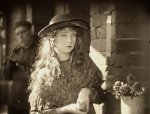 Lillian-Gish-in-Broken-Blossoms-1919-director-DW-Griffith-cinematographer-Billy-Bitzer-11.jpg