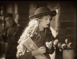 Lillian-Gish-in-Broken-Blossoms-1919-director-DW-Griffith-cinematographer-Billy-Bitzer-13.jpg