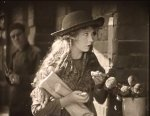 Lillian-Gish-in-Broken-Blossoms-1919-director-DW-Griffith-cinematographer-Billy-Bitzer-14.jpg