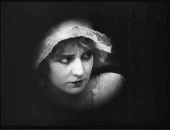 Edna-Purviance-in-Police-1916-010.jpg