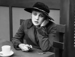 Edna-Purviance-in-The-Immigrant-1917-6.jpg