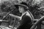 Edna-Purviance-in-The-Kid-1921-07.jpg