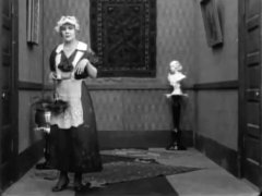 Edna-Purviance-in-Work-1915-09.jpg