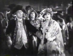 Macklyn-Arbuckle-and-Marion-Davies-in-Janice-Meredith-1924-01.jpg