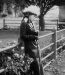 Helen-Holmes-in-The-Escape-on-the-Fast-Freight-1915-9.jpg