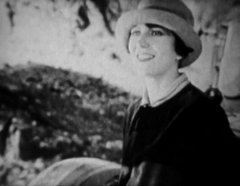 Helen-Holmes-in-The-Lost-Express-1926-06b.jpg