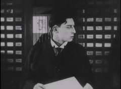 Buster-Keaton-in-The-Electric-House-1922-03.jpg
