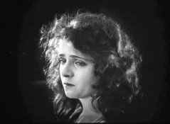 Olive-Thomas-in-The-Glorious-Lady-07.jpg