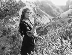 Mary-Pickford-in-Tess-of-the-Storm-Country-1914-14.jpg