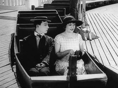Buster-Keaton-and-Phyllis-Haver-in-The-Balloonatic-1923-03.jpg