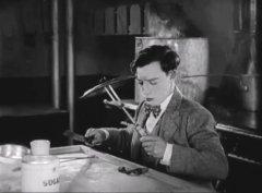 Buster-Keaton-in-The-Navigator-1924-03.jpg