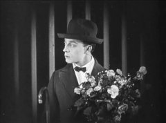 Buster-Keaton-in-The-Saphead-1920-03.jpg