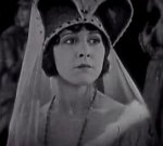 Patsy-Ruth-Miller-in-The-Hunchback-of-Notre-Dame-1923-32.jpg