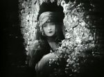 Lillian-Gish-in-Hearts-of-the-World-1918-director-DW-Griffith-cinematographer-Billy-Bitzer-8.jpg