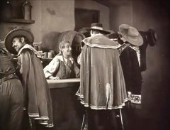 Snitz-Edwards-in-The-Mark-of-Zorro-1920-13.jpg