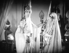 Brandon-Hurst-and-Julanne-Johnston-in-The-Thief-of-Bagdad-1924-15.jpg
