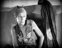 Snitz-Edwards-in-The-Thief-of-Bagdad-1924-07.jpg