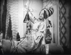 Snitz-Edwards-in-The-Thief-of-Bagdad-1924-08.jpg