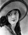 Alice-Day-portrait-with-a-hat.jpg