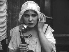 Edna-Purviance-in-Police-1916-01.jpg