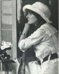 Florence-Lawrence-with-a-tennis-racket.jpg